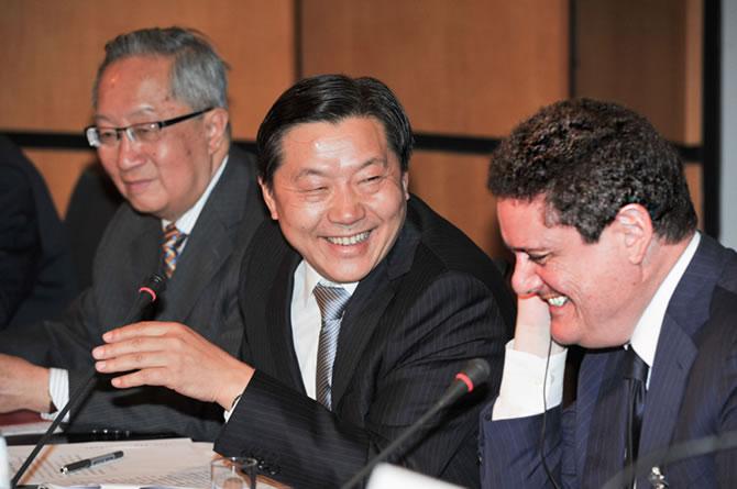 嘻嘻嘻: 中共宣布貢獻給歐盟三千一百五十億歐元的『投資計劃 』China announces contribution to EU's 315 billion-euro investment plan